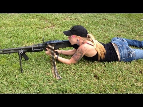Shooting the Full Auto Belt Fed M-60 Machine Gun